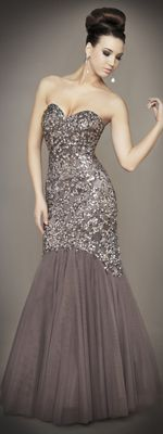 Perfect any prom look with vintage prom dresses inspired by the styles of decades past. Unique Vintage offers prom dresses in sizes up to with easy returns. Gala Dresses, Event Dresses, Prom Party Dresses, Couture Dresses, Pageant Dresses, Frack, Glamour, Beautiful Gowns, Pretty Dresses