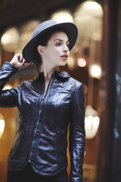 Veste en cuir noire pour femme Rose Garden   Black leather jacket for women  Couleur Tendance 760c173a41b