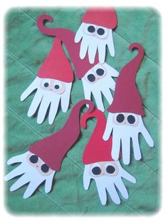 Julepynt Blouses and Tops red wonder woman shirt Christmas Arts And Crafts, Santa Crafts, Preschool Christmas, Christmas Activities, Simple Christmas, Christmas Projects, Holiday Crafts, Christmas Holidays, Christmas Cards
