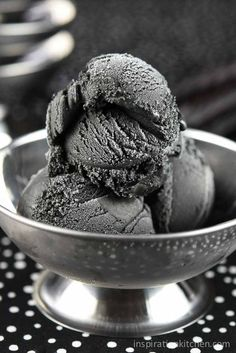 This Licorice Ice Cream Inspiration Kitchen is a better for your Breakfast made with awesome ingredients! Frozen Desserts, Frozen Treats, Just Desserts, Dessert Recipes, Licorice Ice Cream, Black Licorice, Liquorice Recipes, Homemade Liquorice, Black Ice Cream