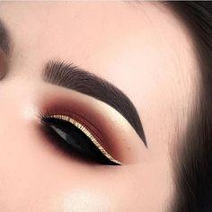 Black and gold liner eye makeup