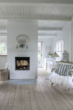 Where to use the white brick wall? 43 Ideas fot Styling Your House With White Brick Walls French Country Living Room, Living Room White, White Rooms, Country Bedrooms, Modern Country, Living Rooms, Style At Home, Cottage Living, Cottage Style