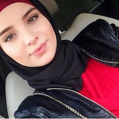 See More – Hijab Fashion 2020 Beautiful Muslim Women, Beautiful Hijab, Beautiful Models, Beautiful Images, Arab Girls Hijab, Muslim Girls, Hijabi Girl, Girl Hijab, Abaya Fashion