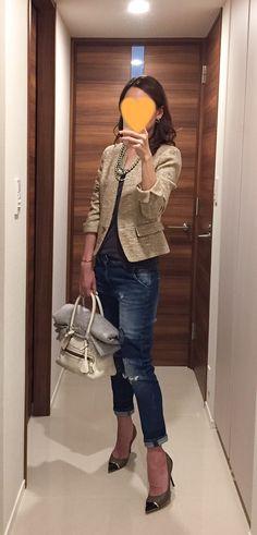 Tweed jacket: NEWYORKER, Grey tee: Sisley, Denim: Sisley, White bag: J&M DAVIDSON, Heels: Jimmy Chop