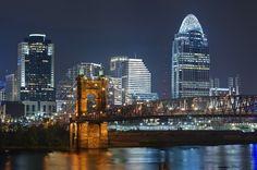 Ponte John A. Roebling - Quando o primeiro pedestre cruzou no dia 1º de dezembro de 1866 a ponte sobre o rio Ohio, indo de Cincinnati, em Ohio, até Covington, no Kentucky (Estados Unidos), a ponte que leva o nome de seu engenheiro era considerada a maior ponte suspensa do mundo, com 322 metros de comprimento