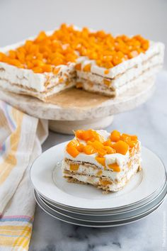 Mango Royale (Filipino Icebox Cake) My all time favorite dessert. Me and my mom used to make this using filipino mangoes. Aside from putting mangoes, we would shred mangoes and mix it with the cream for better taste. Such a yummy dessert :) Philipinische Desserts, Asian Desserts, Delicious Desserts, Dessert Recipes, Yummy Food, Pinoy Dessert, Filipino Desserts, Filipino Recipes, Filipino Food