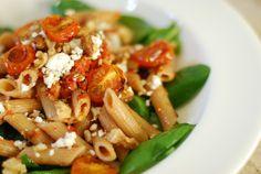 Pasta met spinazie en ovengeroosterde tomaatjes. Amber Albarda
