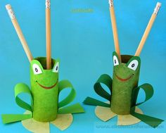 TP Roll Frog Pencil Holder, might make a great craft for a Princess and the Frog Birthday party craft! (Cool Crafts For Camp) Toilet Roll Craft, Toilet Paper Roll Crafts, Kids Toilet, Diy Spring, Spring Crafts, Projects For Kids, Diy For Kids, Preschool Crafts, Crafts For Kids