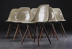 Lauritz.com - Furniture - Charles Eames. Six shell chairs, fibreglass stained army-green (6) - DK, Roskilde, Store Hedevej