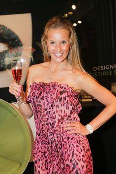 Joke van de Velde werd dit weekend verkozen tot meest sexy BV. Zeker dat haar stralende glimlach daar alles mee te maken heeft. Proficiat Joke!