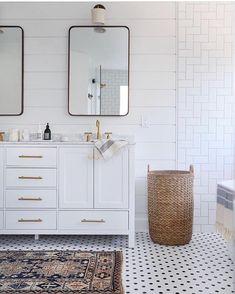 What bathroom dreams are made of  photo via @sunnycirclestudio #rowhouseshop #bathroom #interiordesign #tile #vintage #vintagefinds #vintagerugs #brass #basket #elledecor #boho #bohostyle #vintagecoastal #northwoodvillage #neutrals #shoplocal