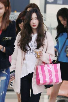 Kim Taeyeon Airport Fashion #SNSD