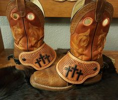 Pictured are my traditional style of spur straps with a buckle off to one side. I also have a dove wing style to choose from. Customize them with any design. Contact me with any questions. Leather Tooling Patterns, Leather Pattern, Leather Rifle Sling, Leather Holster, Dove Wing, Cowboy Gear, Cowboy Boots, Spur Straps, Leather Projects