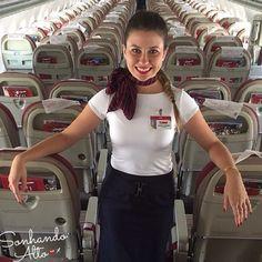 """""""Faça das suas dificuldades, apenas mais um degrau para subir e alcançar sua meta."""" Comissária Bianca Godek ❤️✈️✨ #crewlife #future #flightattendant #aeromoças #stewardess #aeromoça #voar #comissáriadebordo #comissárias #latam #fly #revistatripulante #aero #tripulantes #tam #flyaway #aviacaocms #tamlinhasaereas #paixaoporvoareservir #comissariasdevoo"""