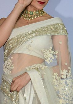 regram Repost from Let's just all just agree that no one can carry a sari quite like Celebrity stylist Indian Attire, Indian Ethnic Wear, Indian Dresses, Indian Outfits, Indian Clothes, Indian Beauty Saree, Indian Sarees, Bollywood Fashion, Saree Fashion