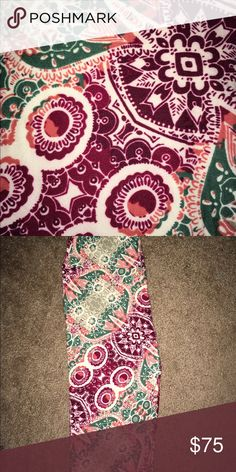 LuLaRoe Multicolor Owls Leggings NWT LLR Leggings  Size One Size (fits 0-12)  BNWT   Made in China   **UNICORN!!! Hard to find!!! (HTF)  SUPER GORGEOUS and colorful print!!   Tags: Owl, owls, unicorn, rare, HTF, LuLaRoe, BNWT, NWT, multicolored ---------------------------------- Make sure to check out all my other great listings by clicking on my name.    If you'd like to purchase two or more items, I will happily bundle and discount, just let me know!  Thank you for looking and God Bless…