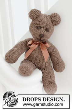 Pets & Toys - Free knitting patterns and crochet patterns by DROPS Design Baby Knitting Patterns, Teddy Bear Knitting Pattern, Knitted Doll Patterns, Knitting Blogs, Knitting For Kids, Knitted Dolls, Free Knitting, Crochet Patterns, Drops Design