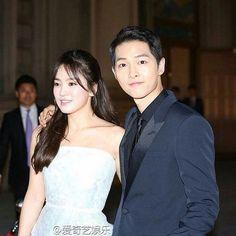 Captain Yoo & Dr Kang at the Baeksang Awards 2016 Cr: https://www.instagram.com/descendants_ofthesun_official/ #song joong ki #song hye gyo