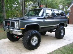 1989 Chevy blazer need a ladder to get in, lol!!