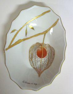 Porcelain Ceramics, China Porcelain, Painted Porcelain, Chinese Lanterns Plant, Glass Fusing Projects, Oriental Flowers, Gold Leaf Art, Art Of Glass, Ceramic Birds