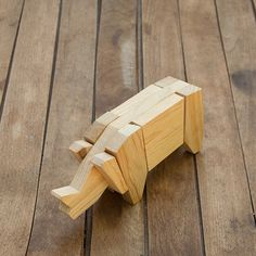Rhino Pallet / Rinoceronte pallet Handmade wooden animals made from used pallets by the mentally handicapped. Wooden Blocks Toys, Wooden Toy Cars, Wood Toys, Wood Blocks, Cool Wood Projects, Wood Block Crafts, Wood Crafts, Cnc Projects, Wooden Words
