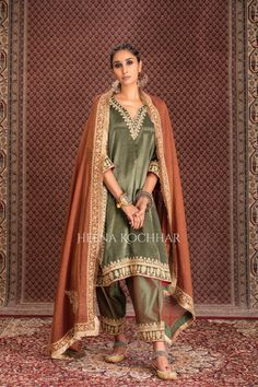 Pakistani Fashion Party Wear, Pakistani Wedding Outfits, Pakistani Bridal Dresses, Pakistani Dress Design, Pakistani Couture, Bridal Lehenga, Bollywood Fashion, Dress Indian Style, Indian Fashion Dresses