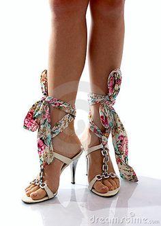 those shoes are interesting :)..I think i like them