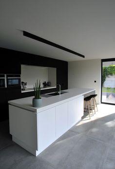 25 Minimalist And Stylish Kitchen Design Ideas 25 Minimalist And Stylish Kitc. Rustic Kitchen Design, Interior Design Kitchen, Kitchen Layout, Stylish Kitchen, New Kitchen, Kitchen Ideas, Black Kitchens, Home Kitchens, Kitchen Black