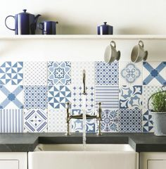 Mix & Match in blue and white Tegels Keuken Patroon Mismatched Tile/Remodelista