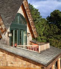 Balcony design is very important for the look of the house. There are so many beautiful ideas for balcony design. Here are 19 of the best balcony design Attic Apartment, Attic Rooms, Attic House, Attic Bathroom, Attic Playroom, Bathroom Kids, Apartment Design, Apartment Therapy, Attic Renovation