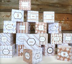 DIY Advent Calendar Printable Templates - Silver & Gold // So easy to put together!