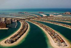 The most luxurious villas in Dubai are on the world's largest man-made island, Palm Jumeirah. Palm Jumeirah is one of Dubai's most exclusive addresses, offering a beachfront living experience. Palm Jumeirah, Palm Island Dubai, Abu Dhabi, Palmeninsel Dubai, Dubai City, Hot Park, Living In Dubai, Luxury Living, Residential Land