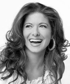 Debra Messing has one of the best smiles in Hollywood #gooddentalcare