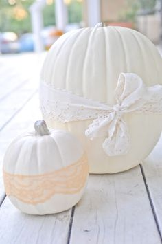 Lacey Pumpkins! So pretty, I think I'll save this décor for thanksgiving since it's pretty, not scary, plus the boys wouldn't be having pretty on Halloween haha. :)