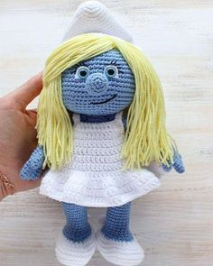 Let your mind wander into the fancy world of the Smurfs with this super soft crochet Smurfette! Use our free Smurfette Amigurumi Pattern to create the lovely toy for your little ones :) Crochet Gratis, Crochet Amigurumi Free Patterns, Crochet Doll Pattern, Crochet Dolls, Love Crochet, Single Crochet, Easy Crochet, Crochet Baby, Knit Crochet