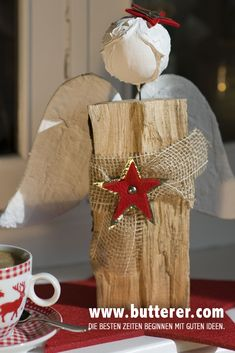 Natural star child: handmade angel with a particularly beautiful head. Do you have a suitable log? Christmas Tree Box Stand, Red And Gold Christmas Tree, Natural Christmas, Diy Christmas Ornaments, Christmas Crafts, Christmas Decorations, Minimal Christmas, Simple Christmas, Halloween Rocks