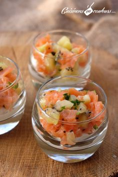 Verrines de saumon au kiwi Une de verrine pour les Smoked salmon terrine with kiwi An idea of verrine for the fez? Try these Kiwi Smoked Salmon Herbs: very easy to make and drop: Appetizer Recipes, Appetizers, Kiwi, Smoked Salmon, Finger Foods, Entrees, Healthy Life, Food And Drink, Nutrition