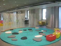 Archipel, oeuvre de Sylvie Unguaer realisée à la Médiathèque des Ursulines à Quimper, 2008