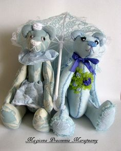 Bears in the blues ... With umbrella :)