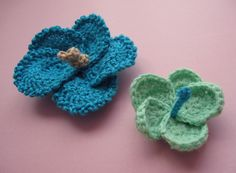 Crochet Hibiscus Flowers pattern. And a cute blog, too!