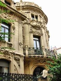 Palacio de Longoria, Madrid. España Places In Europe, Places Around The World, Places To Travel, Places To See, Most Beautiful Cities, Beautiful Buildings, Art Nouveau Arquitectura, City Museum, Madrid Barcelona