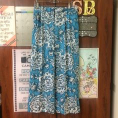 Floral wide legged Pants Blue is all the rage this spring and summer!!! These are floral patterned wide legged pants perfect paired with a crop top, white blouse, or fringed top. Never been worn!!! Worthington Pants Wide Leg