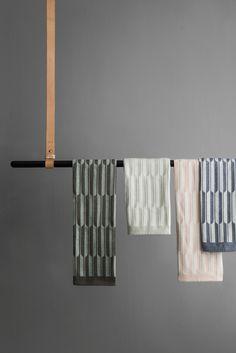 Torchon Arche, coton, 50 x 70 cm, 11 euros, Ferm Living. Blue Towels, Tea Towels, Design Shop, Perforated Metal, Metal Shelves, Coton Biologique, Spring Trends, Living Furniture, Towel Set