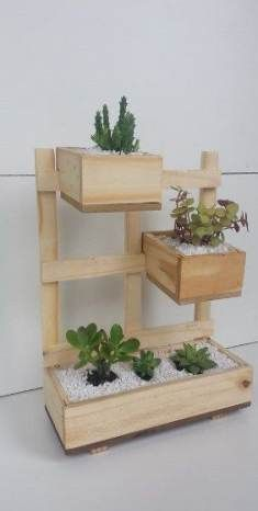 Top 10 Easy Woodworking Projects to Make and Sell Very Beautiful Diy Wooden Pallets Shelf Fresh Idea. Vertical Garden Planters, Wooden Planters, Planter Boxes, Diy Wood Box, Wooden Diy, House Plants Decor, Plant Decor, Beginner Woodworking Projects, Diy Woodworking