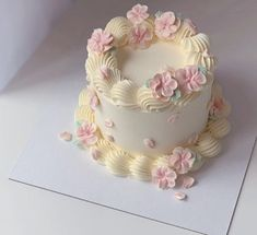 Pretty Birthday Cakes, Pretty Cakes, Beautiful Cakes, Cake Decorating Techniques, Cake Decorating Tips, Mini Cakes, Cupcake Cakes, Korean Cake, Pastel Cakes