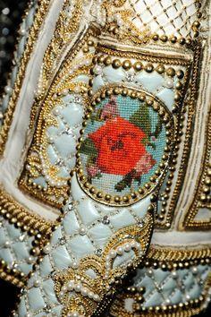 Fashion and style: amazing Balmain embellished baroque jacket/ fabulous details, beads, embroidery, red and gold Couture Details, Fashion Details, Fashion Design, Lesage, Textiles, Motif Floral, Mode Style, Couture Fashion, Paris Fashion