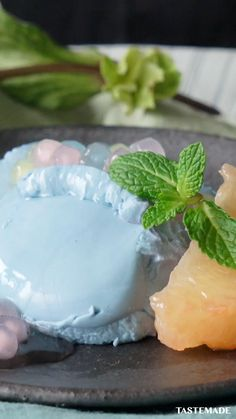 This panna cotta gets its color from butterfly pea flowers and colorful pearl tapioca. Apple Recipes, Baking Recipes, Dessert Recipes, Simply Recipes, Sweet Recipes, Delicious Desserts, Yummy Food, Flower Food, Asian Desserts