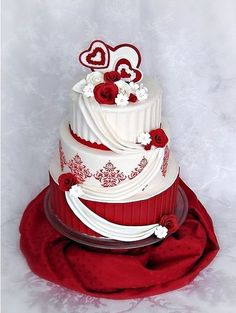 This would be perfect, if we could add some metallics and a feather! I hate when people put real flowers in the cake... How do u eat it?