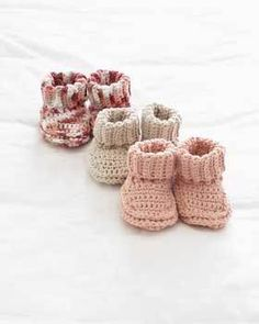 booties that actually stay on. pattern in knit or crochet. free pattern