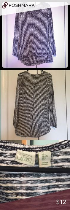 Black and white striped Lucy & Laurel tunic L Very comfortable black and white striped sweater tunic, by Lucy & Laurel. Perfect to wear with leggings. Worn twice Lucy & Laurel Tops Tunics